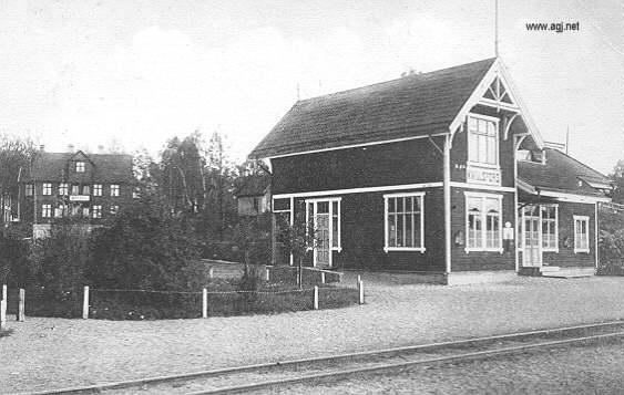 Stationen, bakom syns hotellet.