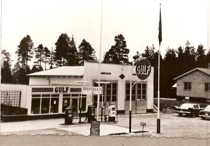 Gulf-macken byggd 1952, till höger nuvarande Tavernan, byggd 1951